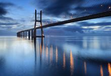在欧洲最长的大桥,拍一张严肃风光照